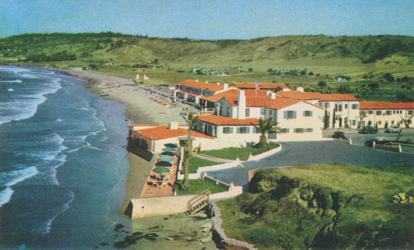 View of Marine Room and La Jolla Beach Club apartments, late 1930s.