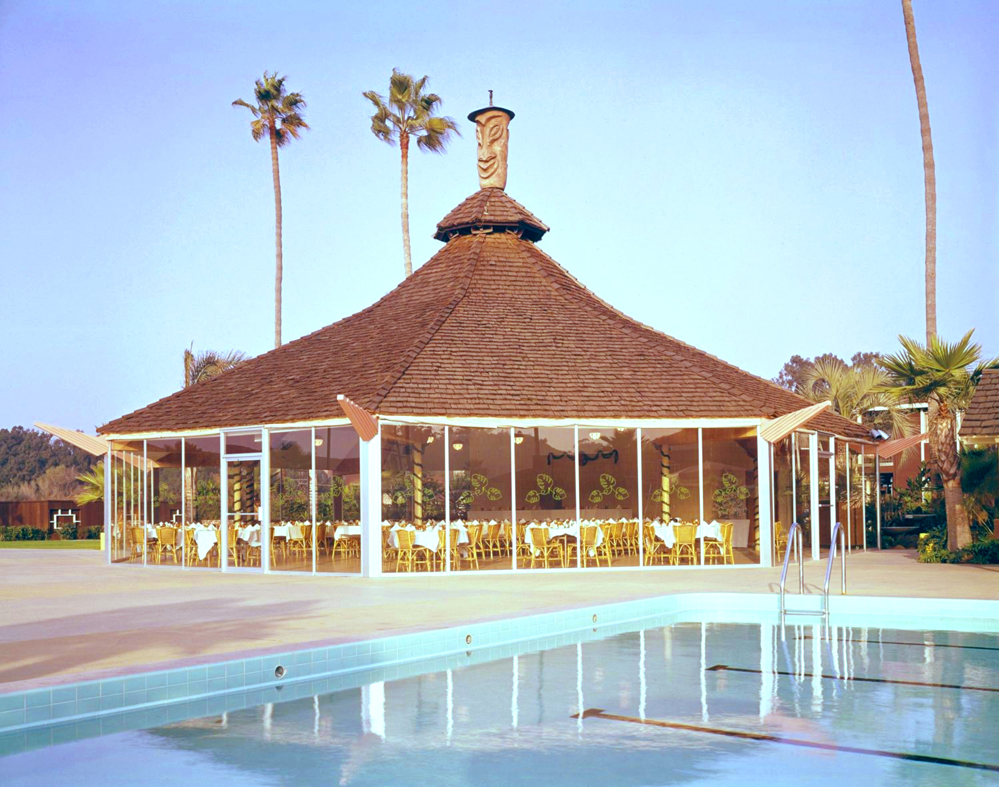 Tiki Hut exterior, Town and Country Hotel, 1962